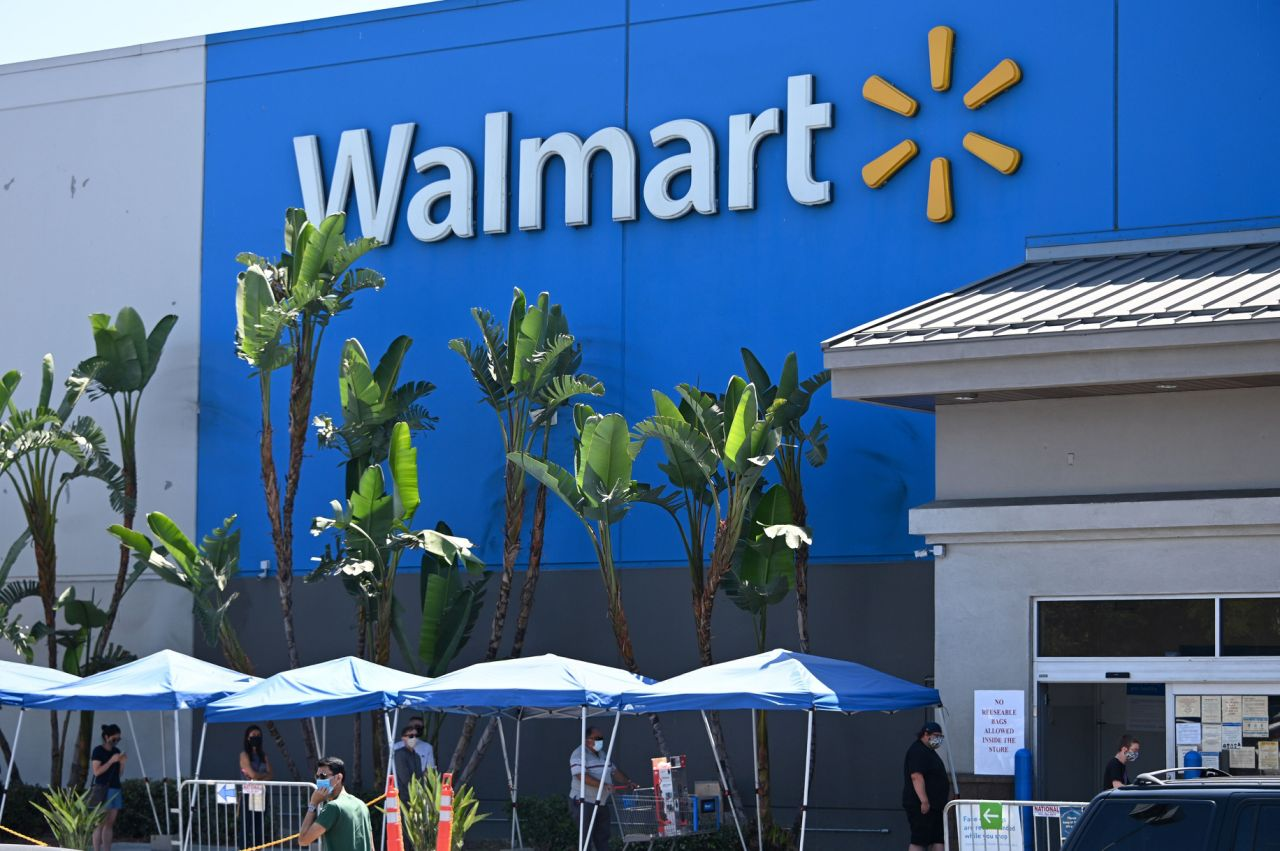 """Walmart and Target's e-commerce gains are a """"Blaring Siren"""" to retail"""