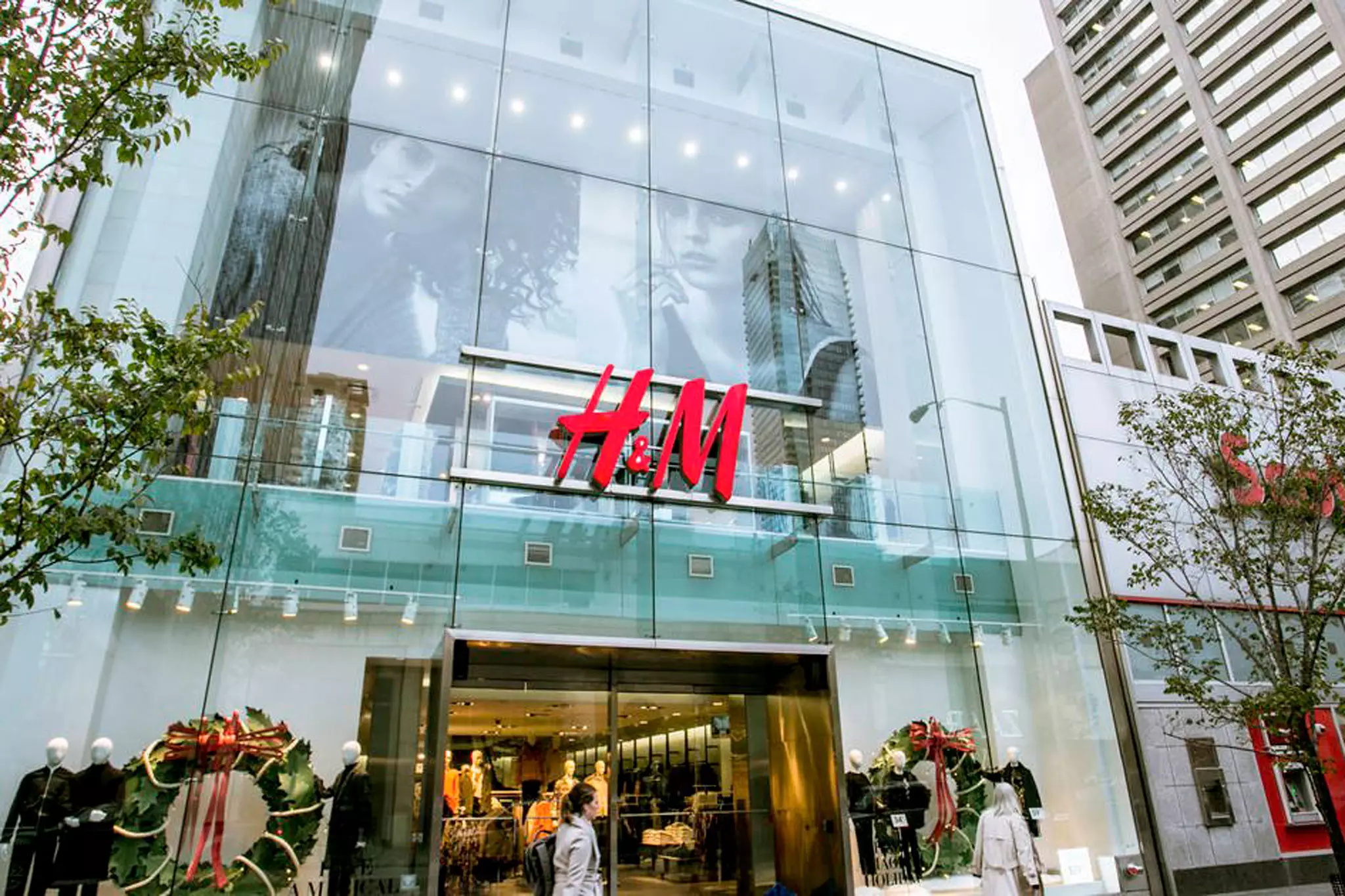 H&M Canada collaborates with Instacart for same-day delivery