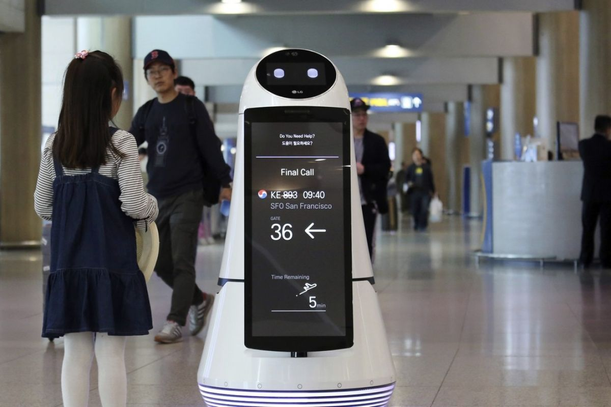 South Korea: LG's robots to ride elevators, work at airports, and make convenience store deliveries to consumers